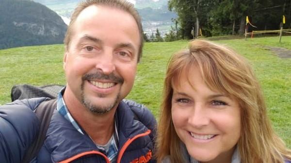 Gursky dan istrinya, Gail, selalu berlibur dengan menjajal wahana yang berbau ketinggian. Gantole pada November 2018 adalah pertama kalinya mereka mencoba olahraga khusus itu (Foto: Chris Gursky/CNN)