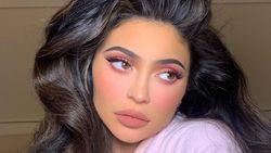 Ngaku Cuma Filler Bibir, Dokter Bedah Ungkap Kylie Jenner Juga Oplas
