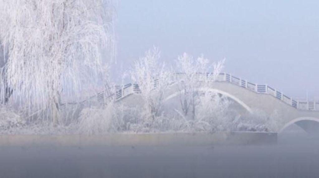 Keindahan Danau Membeku di China