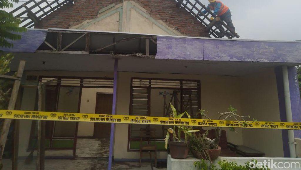 Empat Pekerja Tersengat Listrik Saat Ganti Kerangka Atap Rumah, 1 Tewas
