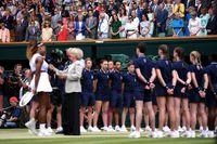 Meghan Markle dan Kate Middleton saat menyaksikan Serena Williams di Wimbledon 2019.
