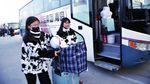 Cegah Virus Corona, Warga Dunia Mudik Jelang Imlek Pakai Masker