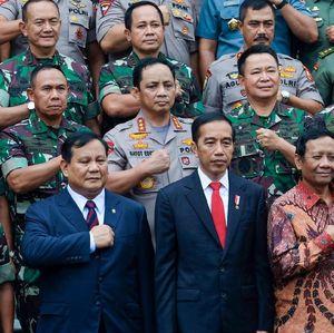 Jokowi Beri PR ke Prabowo Kembangkan Senjata Serba Otomatis