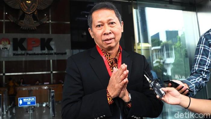RJ Lino ditetapkan KPK sebagai tersangka kasus suap pada 2015 silam. Ia pun penuhi panggilan KPK untuk menjalani pemeriksaan kasus yang menjerat dirinya.