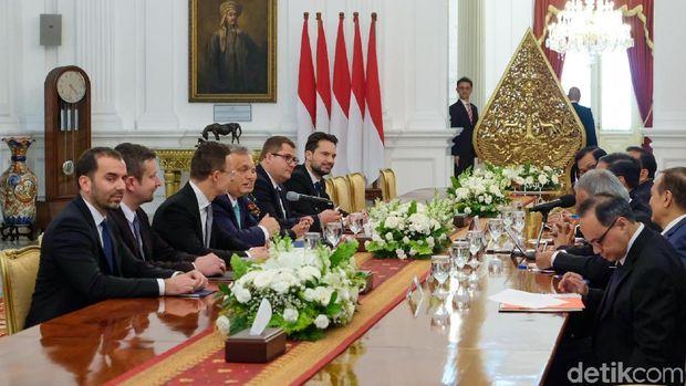 Sempat Delay 1 Jam, PM Hungaria Akhirnya Bertemu Jokowi