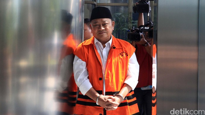 KPK kembali memeriksa Bupati nonaktif Sidoarjo Saiful Ilah. Saiful Ilah diperiksa dalam kasus suap pengadaan empat proyek infrastruktur di Dinas PUPR Kabupaten Sidoarjo.
