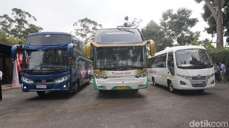 PT. Hino Motors Sales Indonesia (HMSI) bersama dengan kedua dealer resmi di Jawa Barat PT Indosentosa Trada (IST) dan PT Maya Graha Indah (MGI) menggelar road test Hino Bus RN 285, FC Bus dan Microbus 110SDBL untuk menguji ketangguhan mesin dan kenyamanan bus Hino.