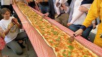 Pizza Terpanjang 100 M Dibuat untuk Donasi ke Damkar Australia