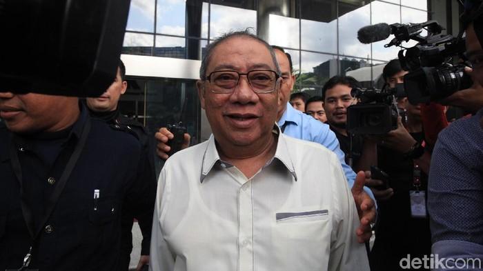 Eks Bupati Indramayu Irianto MS Syafiuddin alias Yance diperiksa KPK. Yance diperiksa soal kasus dugaan suap terhadap Bupati Indramayu nonaktif Supendi.