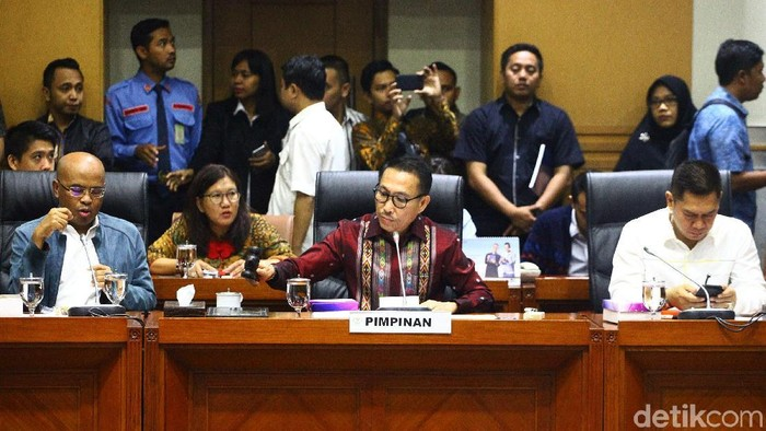 Komisi III DPR telah menetapkan 5 nama hakim agung, 2 hakim ad hoc tipikor, dan hakim hubungan perindustrian. Penetapan dilakukan dalam rapat pleno di gedung DPR, Senayan, Jakarta, Kamis (23/1/2020).