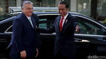 Senyum Cerah Jokowi Saat Sambut PM Hungaria di Istana