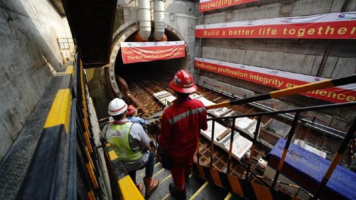 Terowongan 1 Kereta Cepat Jakarta-Bandung sudah mulai dibor oleh mesin bor raksasa yang dibawa dari China. Seperti apa penampakannya?