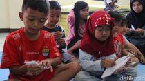 SDN Bojongasih Bandung Terendam Banjir, Siswa Belajar di Pengungsian
