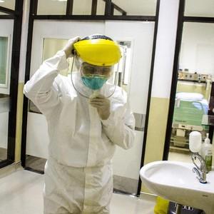 Viral Kisah Dokter Nikah Hanya 10 Menit Demi Obati Pasien Virus Corona