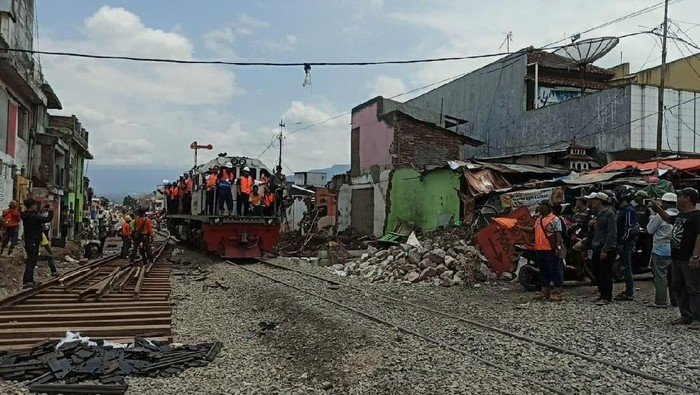 Uji coba jalur kereta api rute Cibatu-Garut