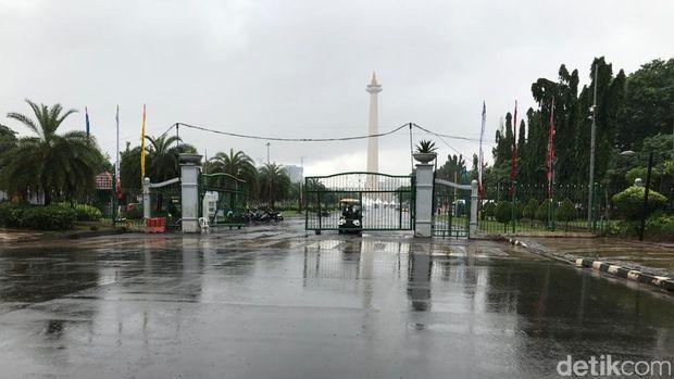 Banjir di pintu Monas depan Istana Kepresidenan surut