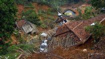 Potret Kampung Mati yang Ditinggalkan Warga Pascalongsor Lebak