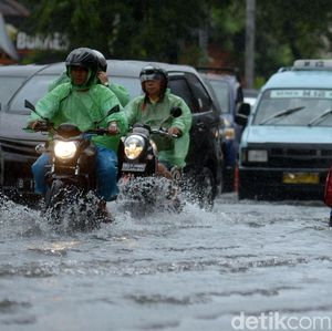 Imbas Banjir, Listrik di Cempaka Putih hingga Kapuk Dipadamkan