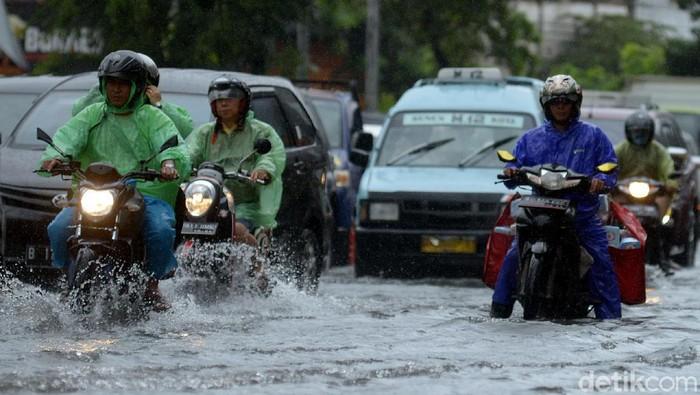 Daftar Wilayah yang Masih Mati Listrik Gara-gara Banjir