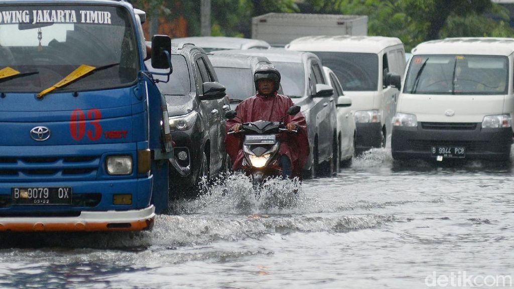 Diguyur Hujan Sejak Pagi, Kawasan Sawah Besar Kebanjiran