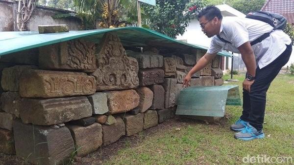 Candi ini merupakan peninggalan zaman Mataram Kuno sekitar abad VIII masuk abad IX. Masih ditemukan sisa-sisa candi di lokasi candi seluas 4.540 meter persegi ini (Eko Susanto/detikcom)