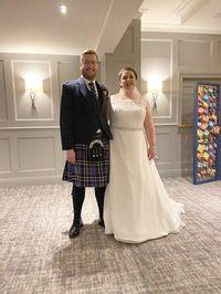 Unik! Pasangan Ini Hadirkan 'Dinding Keripik' di Hari Pernikahan