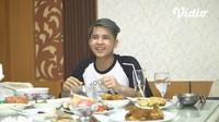Pose Imut Jirayut, Pedangdut asal Thailand yang Doyan Kuliner Indonesia