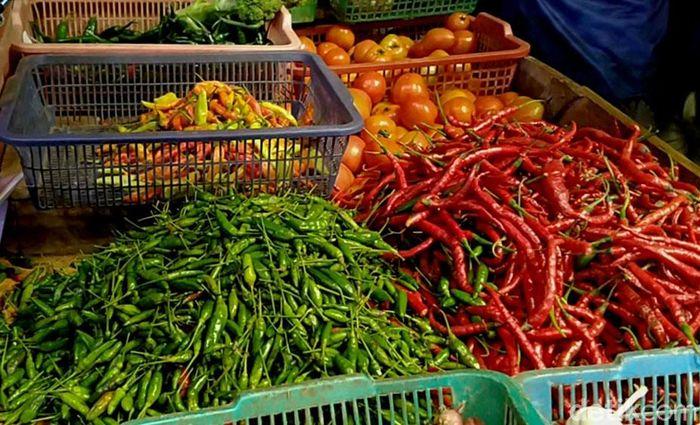 Harga cabai rawit merah, atau sering disebut sebagai cabai setan, dalam satu bulan ini terus meroket. Saat ini, harga cabai setan di Kabupaten Pekalongan, mencapai Rp 80 ribu per kilonya.