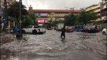 Kawasan Mangga Dua Banjir Usai Diguyur Hujan Deras