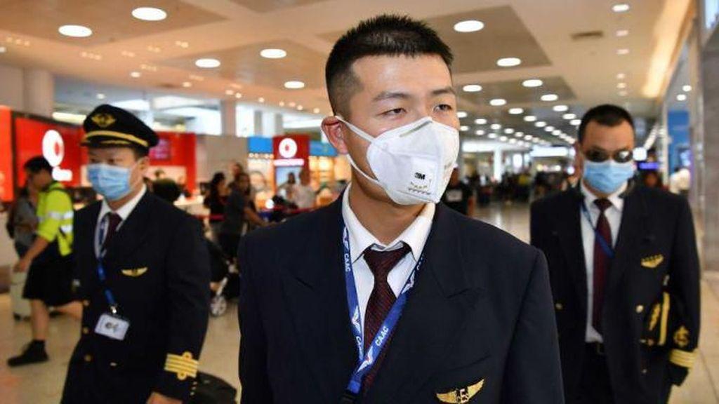 Baik Hati, Pria Beri 500 Masker Gratis di China Demi Lawan Corona