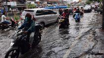Jalan Sunter Kemayoran Masih Tergenang Air Siang Ini
