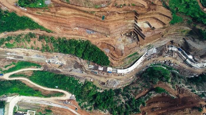 Kementerian Pekerjaan Umum dan Perumahan Rakyat (PUPR)  membangun dua bendungan sebagai penangkal banjir Jakarta, berlokasi di hulu Sungai Ciliwung, Bogor. Salah satunya bendungan Sukamahi. Intip yuk proyeknya.