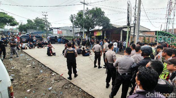 Situasi Masih Mencekam, Dua Kelompok Massa di Sukabumi Masih Bertahan