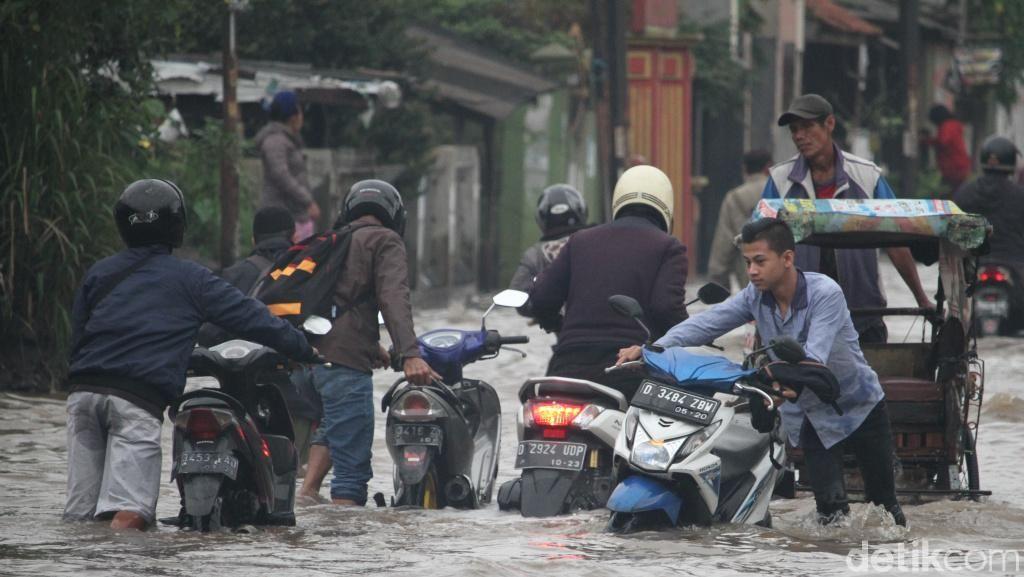 Motor Terobos Banjir? Pastikan Ketinggian Air Dulu