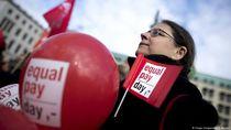 Perempuan Kerja Tidak Dibayar, Para Miliarder Makin Kaya?