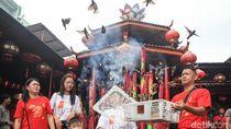 Tradisi Melepas Burung Pipit Saat Imlek