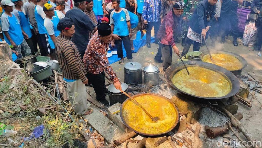 Nyanggring, Tradisi Jamuan Makan Masakan yang Hanya Diolah Kaum Adam