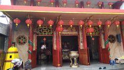 Rayakan Imlek, Warga Tionghoa Sembahyang di Vihara Amurva Bhumi Jatinegara