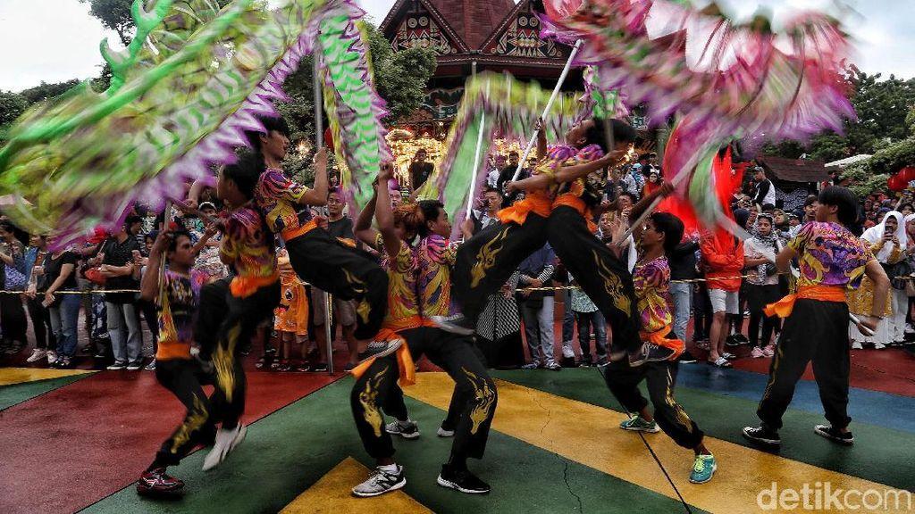 Kemeriahan Parade Imlek di Dufan Ancol