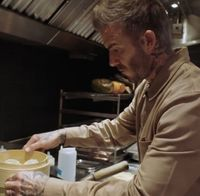 Rayakan Imlek, David Beckham Terampil Masak Dumpling Sendiri!