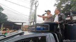 Kapolres Sukabumi ke Massa Bentrok: Mohon Buka Jalan!