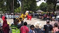 Libur Imlek, Pengunjung Candi Borobudur Dihibur Barongsai & Liong