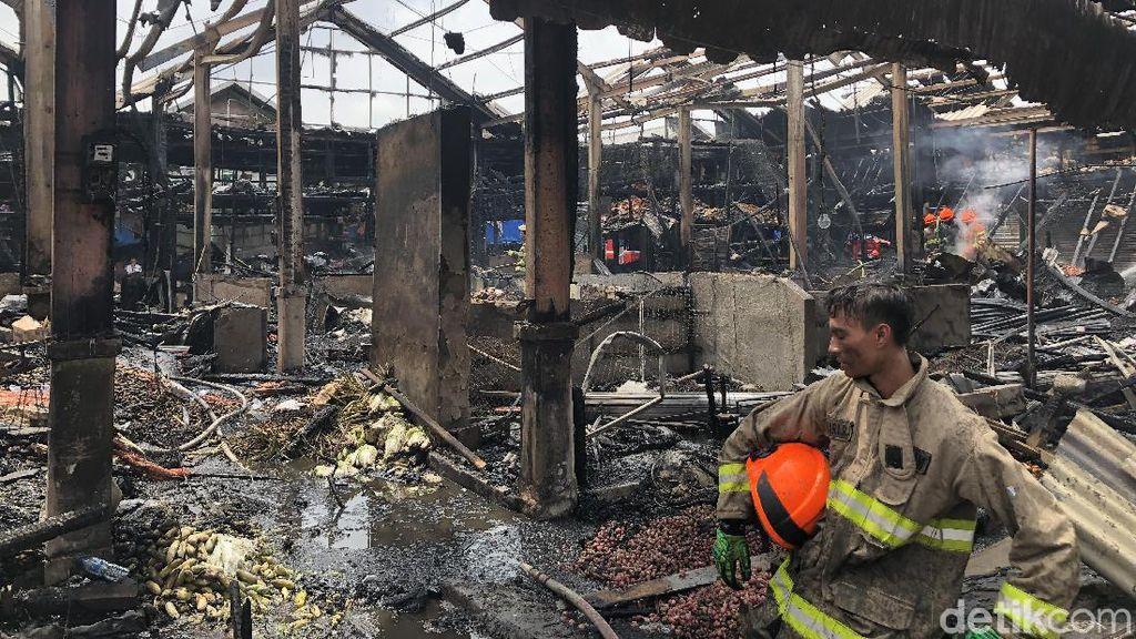 48 Lapak Sayuran di Pasar Caringin Bandung Ludes Terbakar