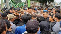 Saat Kapolda Jabar Bubarkan Massa Bentrok Sukabumi