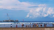 Ramainya Pantai Pangandaran Saat Libur Imlek