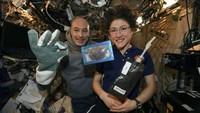Keren! Astronot Ini Berhasil Memanggang Biskuit Chocolate Chip di Luar Angkasa