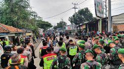 Situasi Masih Mencekam, Massa yang Bentrok di Sukabumi Masih Bertahan