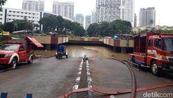Sudah 29 Jam Banjir Underpass Kemayoran Belum Surut