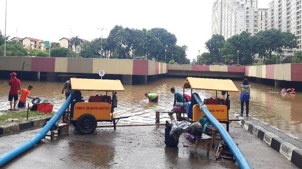 Banjir Underpass Kemayoran Belum Surut, Damkar: Pompa Tak Sesuai Debit Air