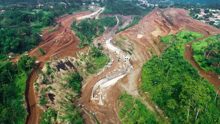 Kementerian PUPR sedang membangun 2 bendungan penangkal banjir di Jakarta. Salah satunya bendungan Sukamahi yang berlokasi di hulu Sungai Ciliwung, Bogor. Selain itu di lokasi yang sama juga dibangun Bendungan Ciawi. Istimewa/PT Wijaya Karya.